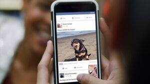 To Facebook δοκιμάζει νέο News Feed για τα κινητά